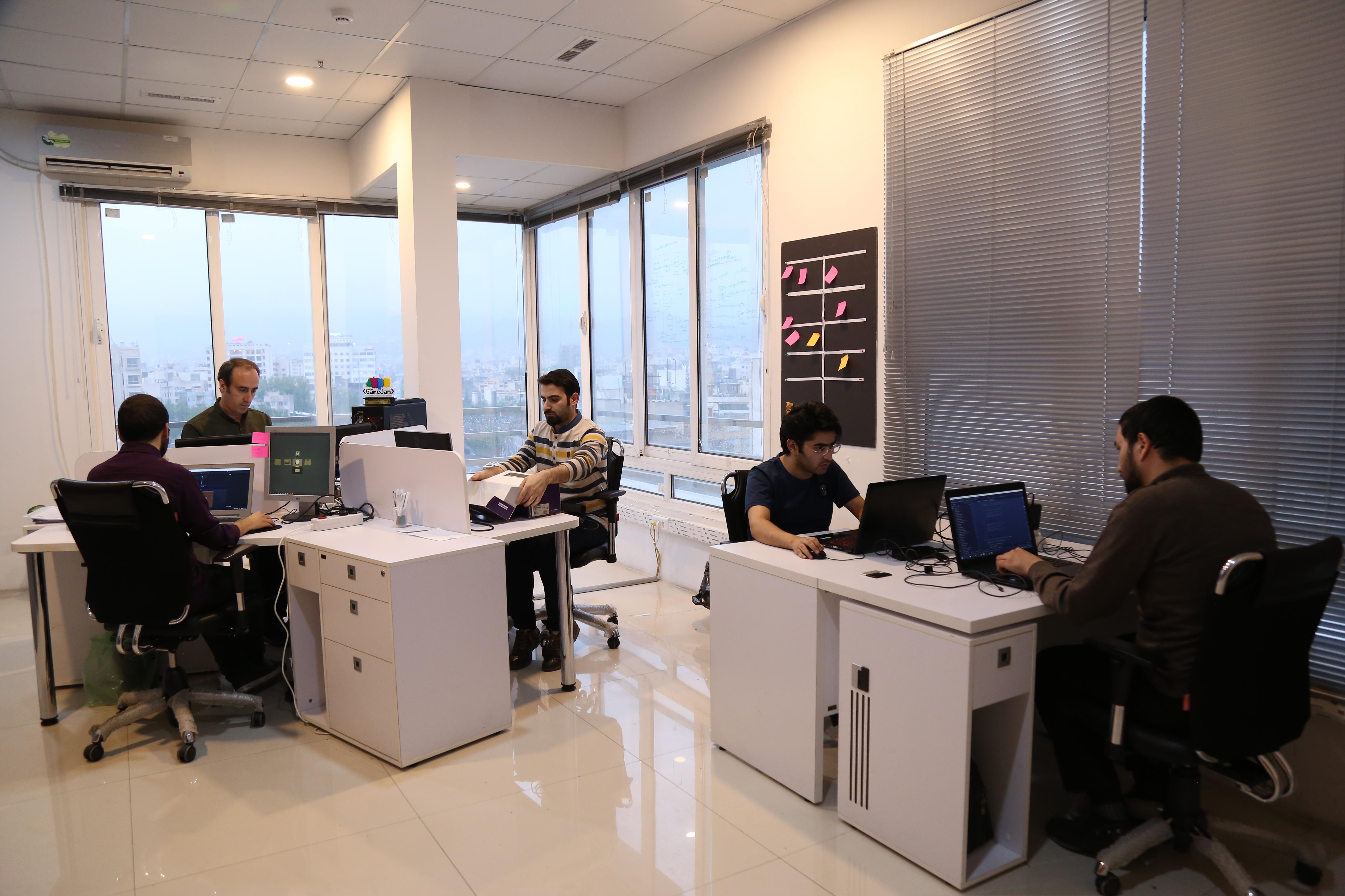 استودیو بازی سازی آنباند