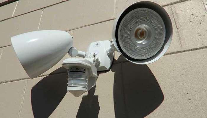 مزایای نصب لامپ سنسور دار در ساختمان چیست؟