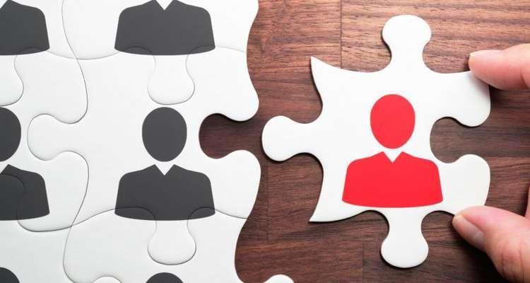 بنیانگذاران در ابتدای راه چه کسانی را باید استخدام کنند؟ آیا لزوما باید ایدهآل باشند؟