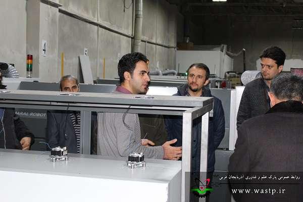رئیس پارک علم و فناوری آذربایجان غربی و جمعی از صنعتگران استان از شرکت مارال روبات صنعت بازدید کردند
