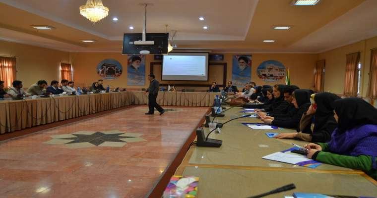 """کارگاه آموزشی """"ایده تا بازار"""" با حضور اساتید دانشگاههای سراسر استان برگزار شد"""