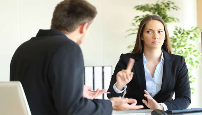 چرا مخالفت با کارفرما در مصاحبه شغلی شانس استخدام را بیشتر میکند؟
