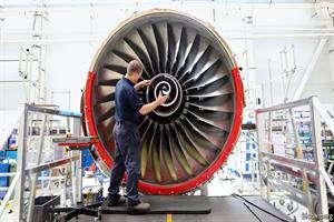 موتور هواپیماهای مسافری داخل کشور تعمیر میشود