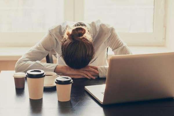 ۴ راهکار برای رهایی از افکار مزاحم شبانه و خواب راحت