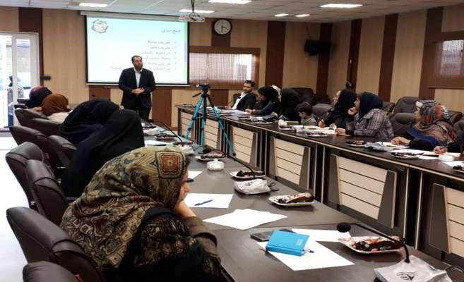 """پیشرانان طرح ملی توانمندسازی اقتصادی زنان سرپرست خانوار در سمینار آموزشی """"چگونه فضای کاری خود را بهبود دهیم؟"""" شرکت کردند"""