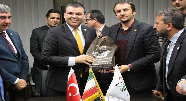 بازدید هیات تجاری کشور ترکیه از محصولات شرکت های دانش بنیان و فناور پارک علم و فناوری آذربایجان غربی