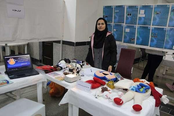 مرکز رشد واحدهای فناوری طبرستان در نمایشگاه جانبی جشنواره فرصت های شغلی زیست فناوری با نگرش مهارت محور شرکت کرد