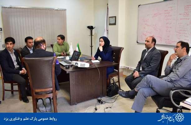 گزارش تصویری بازدید شبنم یزدانی، مدیر کل توسعه کسب و کارهای فضا پایه سازمان فضایی ایران از شرکت های مستقر در پارک علم و فناوری یزد