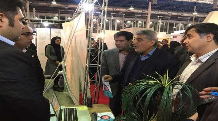 بازدید رئیس صنعت و معدن خراسان از غرفه پارک خراسان در نمایشگاه صنعت