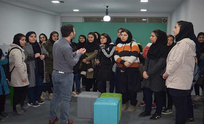 بازدید جمعی از دانشآموزان رشتههای گرافیک و خیاطی رایانهای هنرستان هنر سنندج از پارک علم و فناوری کردستان