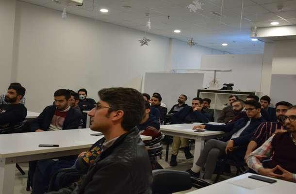 خلاصه ای از کارگاه حسین مزروعی با عنوان تولید و توسعه بازی با نگاه تجاری در بازار ایران