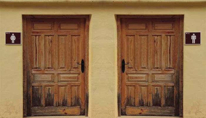 مراحل تعمیر درب چوبی در محل