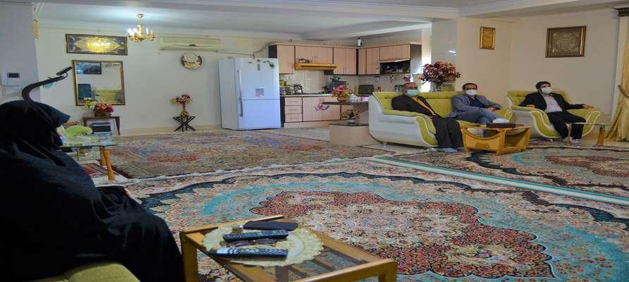 مدیران پارک علم و فناوری گلستان با همسر و خواهر دو شهید والامقام ارتشی ۸ سال دفاع مقدس دیدار کردند.
