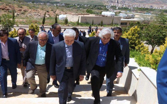 گزارش تصویری بازدید وزیر علوم از پارک علم و فناوری فارس