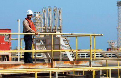صدای نفتیها هم از عملکرد زنگنه درآمد/به وضعیت صندوق بازنشستگی نفت رسیدگی کنید