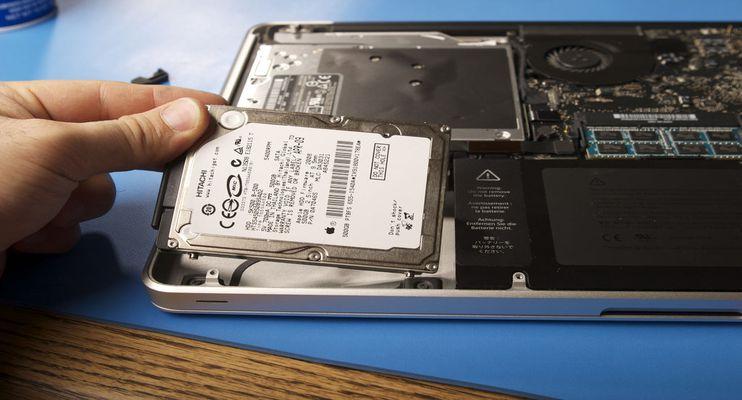 ارتقا RAM بهتر است یا SSD؟