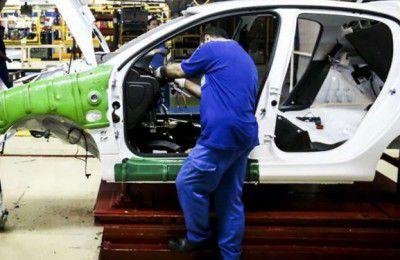 همه خودروهای ناقص کف کارخانهها تا یک ماه و نیم آینده تکمیل میشوند