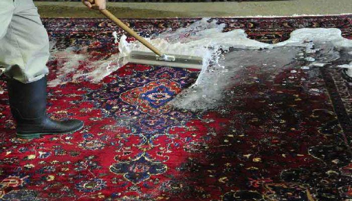 چگونه فرش را بدون شامپو فرش برق بیندازیم؟