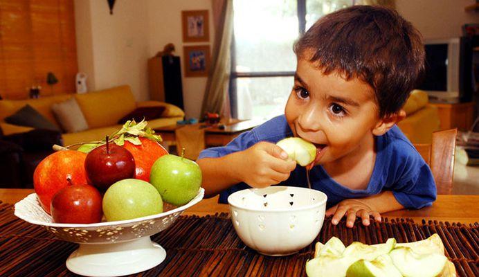 خواص عسل برای کودکان + سن مناسب مصرف