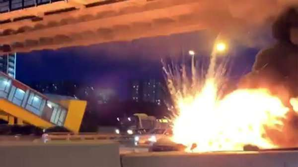 تصادف شدید، آتش گرفتن و انفجار تسلا مدل ۳ در خیابانی در مسکو [تماشا کنید]