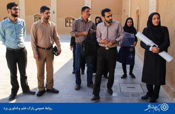 گزارش تصویری بازدید جمعی از معلمین کتاب کارآفرینی تولید، از پارک علم و فناوری یزد