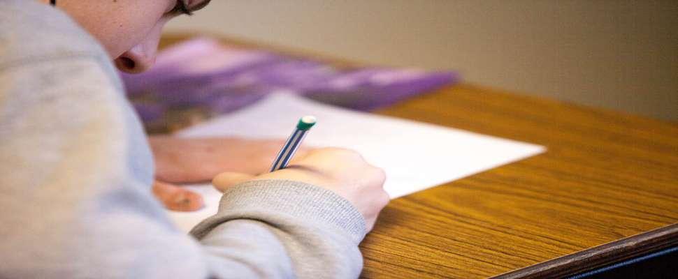 آزمون پیشرفت تحصیلی: اهمیت آزمونهای پیشرفت تحصیلی روی پیشرفت درسی دانشآموزان