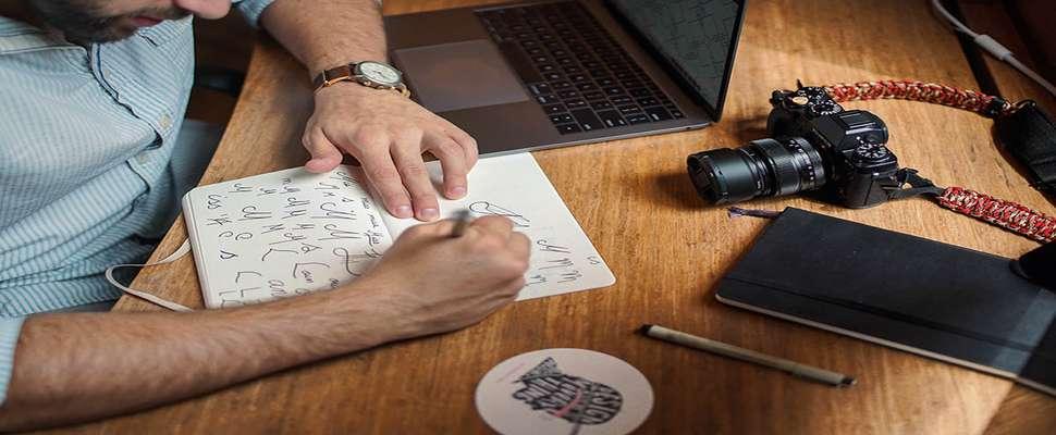 برای گرافیست شدن در چه رشتهای باید تحصیل کرد: معرفی رشتهی گرافیک یا ارتباط تصویری