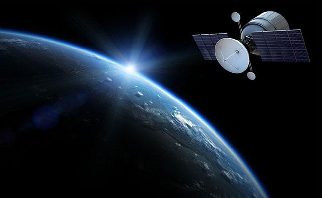 رقابت زاکربرگ و ماسک برای پرتاب ماهواره اینترنتی به فضا