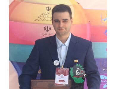 اعطای عنوان جوان برگزیده خلاق و کارآفرین به جوانی از دانشگاه فردوسی مشهد