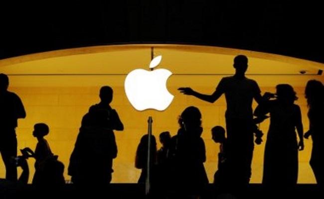 اپل رقابت یک تریلیون دلاری شدن را برد