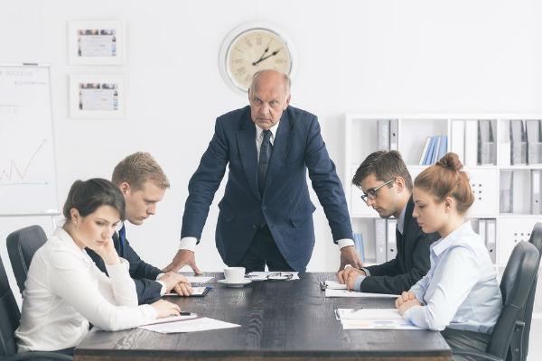 چگونه با مدیر خود مخالفت کنیم و کارمان را از دست ندهیم