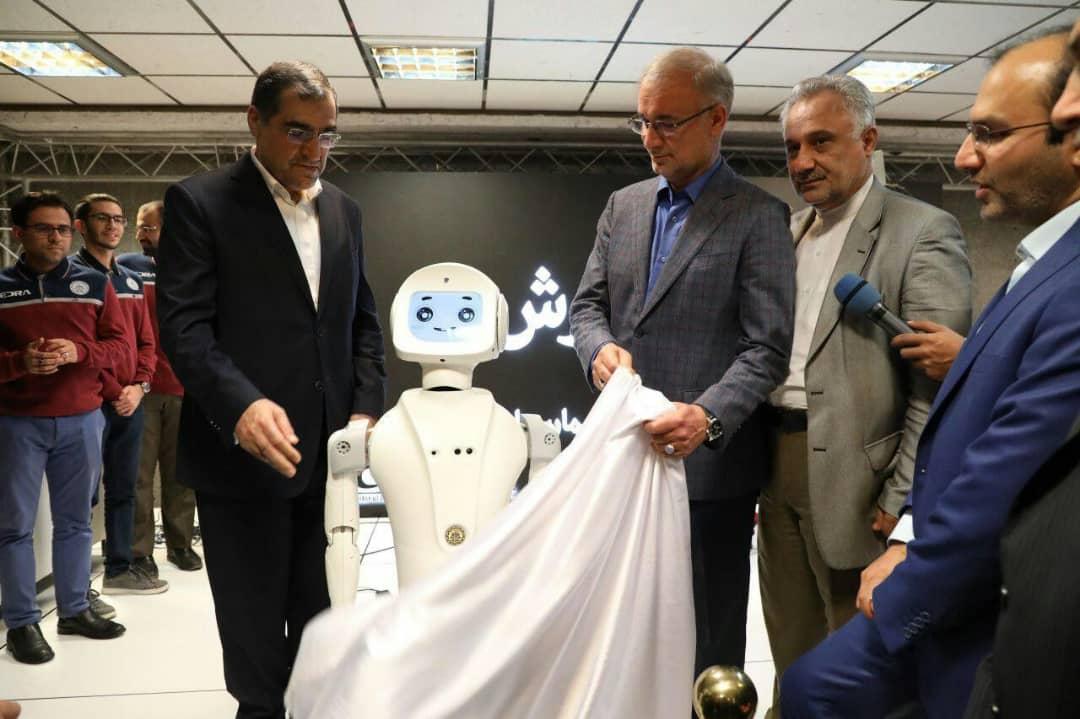 رونمایی وزیر بهداشت از ربات آرش و پهباد امدادرسان